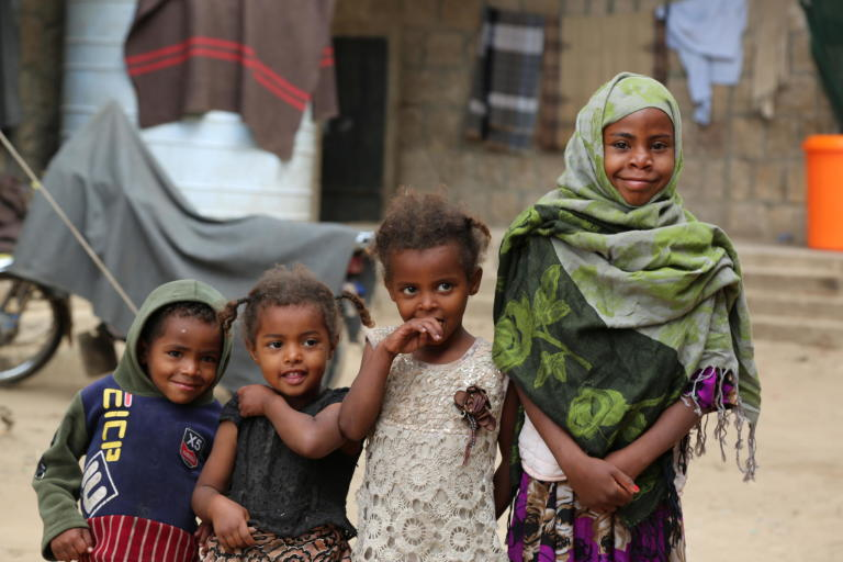Displaced children stand in the yard of Al-Noaman School in Taiz, which was changed into shelter for displaced families.  Photo: Nasser Abdulkareem/NRC