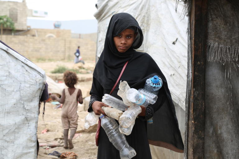 Aboos Faisal, 13, depends on collecting plastic bottles and selling them to recycling factories to eke out a decent living for her family.  Photo: Nasser Abdulkareem/NRC