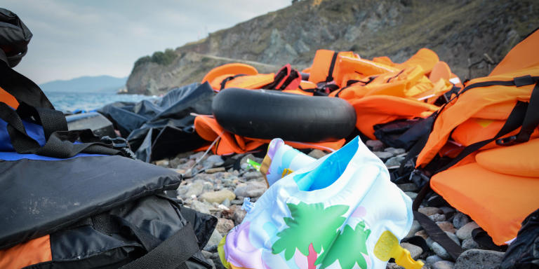 People are crossing from Turkey to Greece in overcrowded boats and with lifejackets of varying quality. A lot of lifejackets and swimming rings are now covering the beaches in Lesvos. Nov.2015 (Photo: NRC/Tiril Skarstein)
