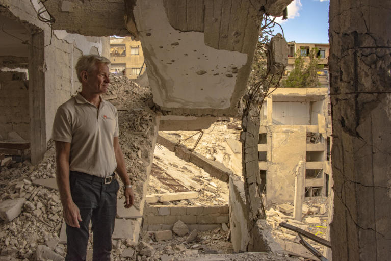 NRC Secretary General Jan Egland visits a heavily damaged school in Harasta, Eastern Ghouta. Half the school is totally destroyed. Photo: Tareq Mnadili/NRC