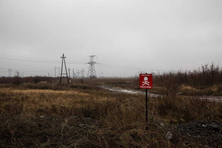 The fields surrounding the contact line are filled with lethal mines and will remain a constant threat to the local populations for years to come.  Photo: Ingebjørg Kårstad/NRC